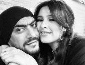 """ياسمين عبد العزيز تنشر صورة رومانسية مع زوجها أحمد العوضى :"""" بطلى"""""""