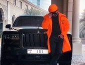 """محمد رمضان فى صورة جديدة أمام سيارته ويعلق على أرقامها: """"M.R.1"""""""