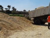 محافظ بنى سويف يتابع إصلاح طريق قرية الفقيرة لتضرره من مياه الأمطار