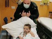 طفل يبتلع 19 لعبة مغناطيسية أدت لثقوب وحروق بالأمعاء.. صور