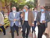 وزير التموين يفتتح مركز خدمة المواطنين بالأقصر.. صور