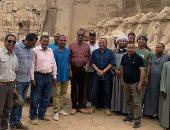 أمين الأعلى للآثار يتفقد مشروع ترميم 29 تمثال للكباش بمعابد الكرنك.. صور