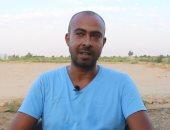 قصة نجاح شاب ترك القاهرة لأرض الفيروز وحول قطعة أرض بنويبع لمزرعة منتجة.. فيديو