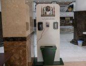 مكتبة الحرم المكى توفر جهاز الخدمة الذاتية لتعقيم وفحص الموظفين والزوار.. صور