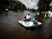 """أعاصير تؤرق أمريكا الوسطى.. سكان فلوريدا يستخدمون القوارب للتنقل فى الشوارع.. والتماسيح تسبح بين منازل المكسيك وتصيب السكان بالذعر.. وفلبينيون يستخدمون """"كنب"""" للنجاة من المطر.. وإعصار يقتلع أسقف المبانى بفيتنام"""
