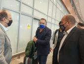 وليد العطار يطمئن على وصول بعثة البرازيل وكوريا لفندق الإقامة.. صور
