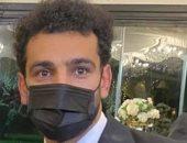 أول صورة للنجم محمد صلاح بالكمامة بعد وصوله القاهرة