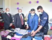 صور..  رئيس جامعة بنى سويف يتفقد المعرض الخيرى بكلية التربية