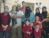 صورة تجمع الأشقاء الخمسة بشبرا الخيمة ووالدهم بعد عودتهم وإقرار حسن المعاملة
