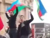 احتفالات بالأعلام والسيارات فى شوارع أذربيجان لوقف القتال في قره باغ.. فيديو