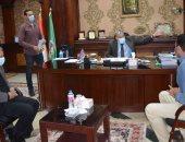 محافظ المنيا يناقش 14 شكوى وطلب فى لقاء خدمة المواطنين