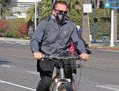 أرنولد شوارزنيجر يستمتع بتدريبات الدراجة برفقة صديقته هيذر ميليجان بلوس أنجلوس.. صور