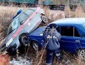 مطاردة بين سائق سيارة هارب وعربة شرطة روسية تنتهى باصطدام الطرفين.. فيديو