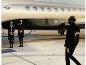 شاهد محمد رمضان لحظة ركوبه الطائرة أثناء عودته من دبى للقاهرة.. فيديو وصور