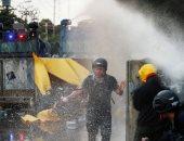 صور.. قنابل مسيلة للدموع وخراطيم مياه لتفريق المتظاهرين في تايلاند