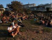 هروب مواطنى أستراليا إلى الشواطئ والحدائق قبل فرض الإغلاق بسبب كورونا ..ألبوم صور