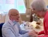 شفاء مسن 91 عاما من كورونا بعد شهرين من العزل.. فيديو