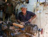 """عراقيون يحاولون حماية صناعة هياكل """"النراجيل"""" الخشبية من الاندثار.. فيديو"""