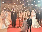 """محافظ أسيوط يشهد حفل زفاف جماعى لـ30 """"عريس وعروسة"""".. فيديو وصور"""