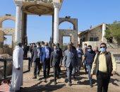 محافظ سوهاج يتفقد أعمال تطوير جزيرة الزهور وسط النيل.. صور