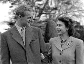 ذكرى مرور 73 عام زواج.. صورة نادرة للملكة إليزابيث والأمير فيليب من شهر العسل