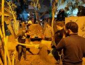 شباب قرية بدسوق ينظفون المقابر.. ومحافظ كفرالشيخ: نموذج متميز فى المشاركة المجتمعية
