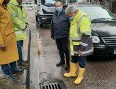 رئيس الشركة القابضة للمياه يتابع عملية سحب مياه الأمطار من شوارع الإسكندرية