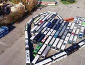 """حافلات تشكل """"قلب"""" لدعم السياحة فى إيطاليا خلال أزمة كورونا.. فيديو"""