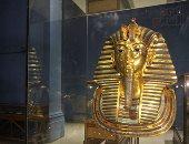 هل يحتاج القناع الذهبى لتوت عنخ آمون للترميم داخل مركز المتحف الكبير؟