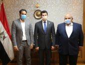 وزير الرياضة يدعم كريم درويش فى انتخابات الاتحاد الدولى للاسكواش