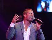 أحدث 10 صور للهضبة عمرو دياب من حفله الأخير بلوكه الجديد