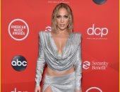 صور جنيفر لوبيز على السجادة الحمراء لحفل American Music Awards