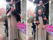 """بعد فيديو """"اليوم السابع"""".. التضامن تبحث مساعدة الأب حامل ابنه بالمترو"""