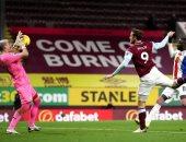بيرنلى يحقق فوزه الأول فى الدوري الإنجليزي على حساب كريستال بالاس