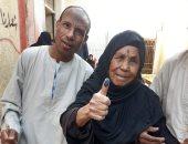 معمرة 105 سنوات تشارك فى جولة الإعادة لانتخابات النواب بأسوان.. صور