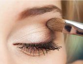 8 حيل بسيطة تجعل عينيك تبدو أكبر.. اختارى مكياج مناسب وتخلصى من الانتفاخ
