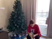يارا تزين شجرة الكريسماس فى منزلها بدبى وتستعد لاحتفالات العام الجديد.. فيديو