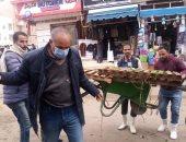 صور.. حملات لإزالة إشغالات الطريق والباعة الجائلين من شارع مرسى مطروح