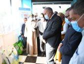 محافظ قنا يتفقد مركز الخدمات الزراعية المتكاملة ويتابع الانتخابات بقرية المحروسة
