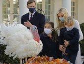 ايفانكا ترامب تحتفل بعيد الشكر برفقة أسرتها مع الديكين كورن وكوب.. صور
