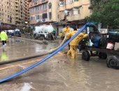 أمطار غزيرة في الإسكندرية والأجهزة التنفيذية تعمل على صرف المياه.. صور