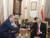 رئيس جامعة القاهرة يبحث مع سفير بيلاروسيا عقد شراكات فى الطب والصيدلة والتكنولوجيا