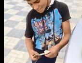 """قصة بائع ليمون يعول إخوته فى الـ9 من عمره ويرفض الحصول على """"حسنة"""".. فيديو وصور"""