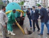 محافظ الغربية ونائبه يتفقدان شوارع طنطا لمتابعة أعمال سحب مياه الأمطار