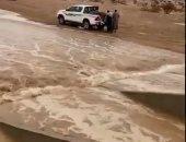 أمطار غزيرة وسيول فى أنحاء متفرقة بالسعودية.. فيديو وصور