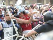 نقل جثمان مارادونا من القصر الرئاسي بعد اشتباكات الجماهير وقوات الأمن.. فيديو