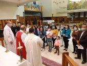 رئيس الكنيسة الأسقفية يترأس صلوات انضمام 18 عضوا جديدا