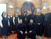 مطران الكاثوليك بأبو قرقاص يلتقى شباب الكنيسة فى أسبوع الدعوات