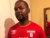 جماهير جنوب أفريقيا تدعم موسيمانى بقميص الأهلى قبل نهائى القرن.. صور