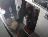 اعتداء أفراد من شرطة فرنسا على مواطن أسود يثير الجدل ويصدم ماكرون.. فيديو